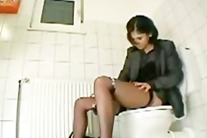my sister amanda cumming on the wc seat