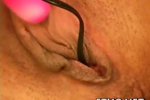 hotty demonstrates hawt body
